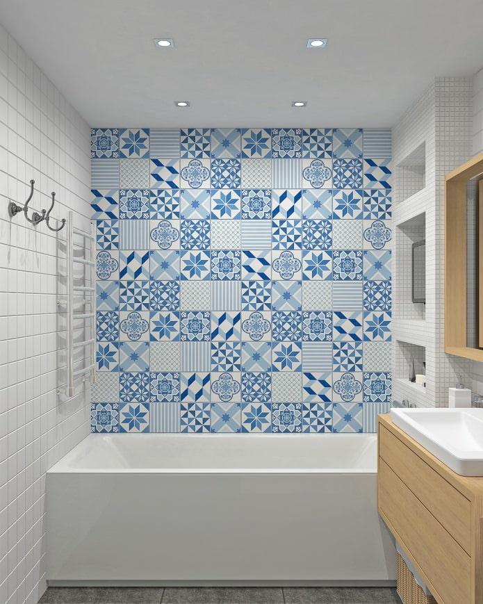 carreaux de patchwork bleu dans la salle de bain