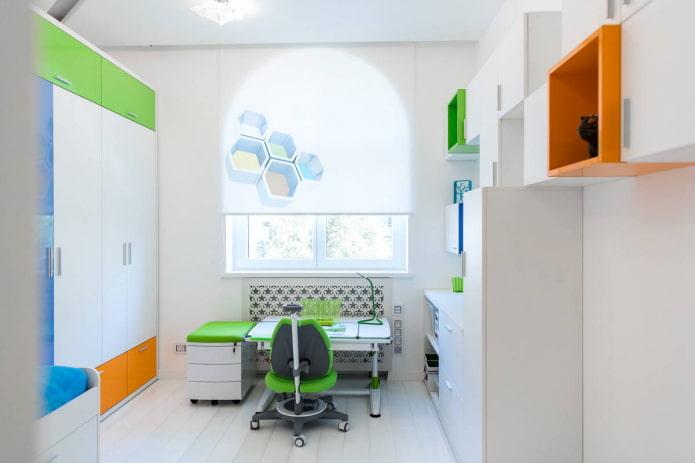 combinaison de blanc avec orange et vert