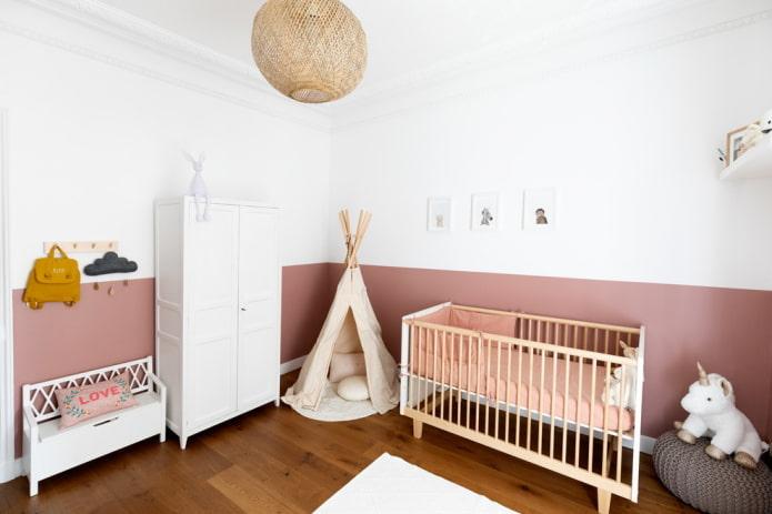 la moitié des murs blancs sont peints en rose poussiéreux