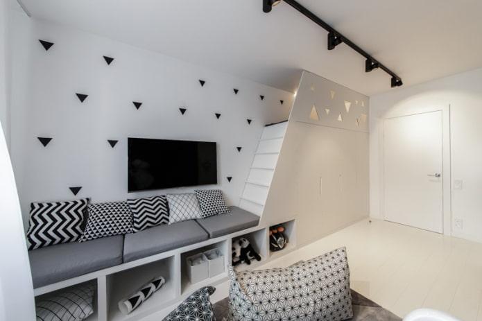 canapé avec ornement noir et blanc sur oreillers
