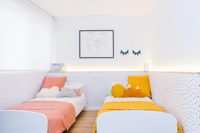 combinaison de blanc avec des couleurs jaune et pêche
