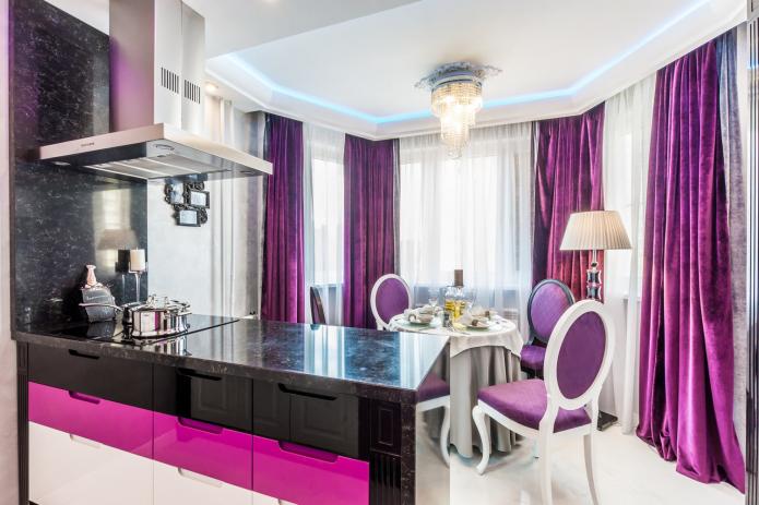 rideaux violets dans la cuisine