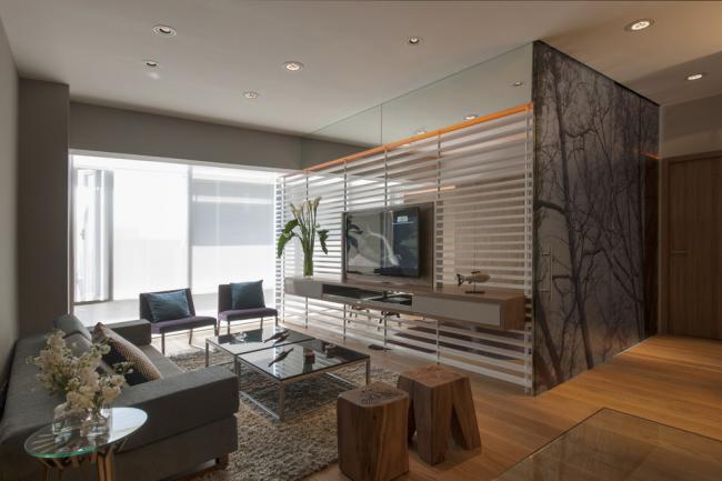 Chambre pratiquement isolée avec cloisons vitrées