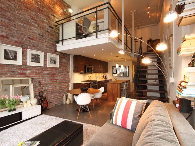 Loft à deux niveaux avec un espace de travail supérieur