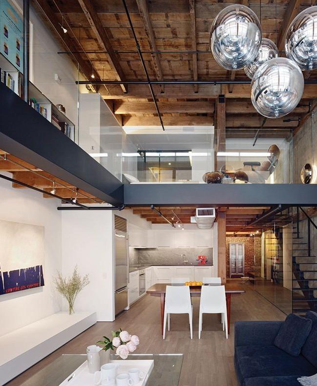 Loft avec des éléments de style high-tech