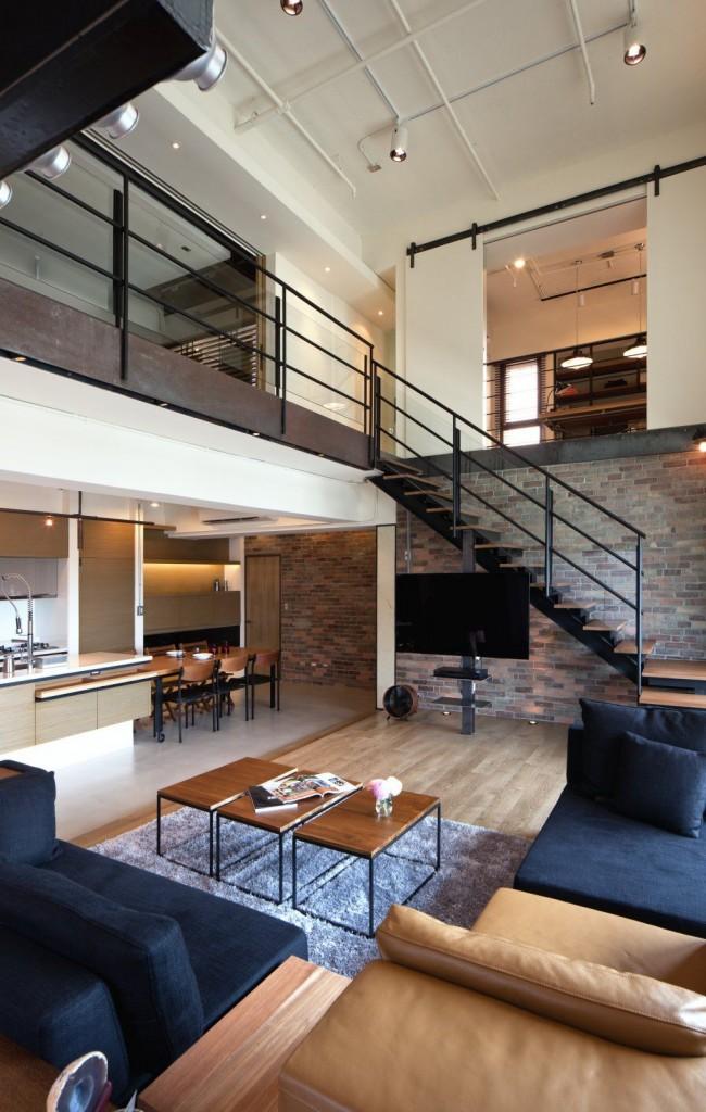 Cet appartement combine une cuisine, une salle à manger et un salon dans un grand espace public.