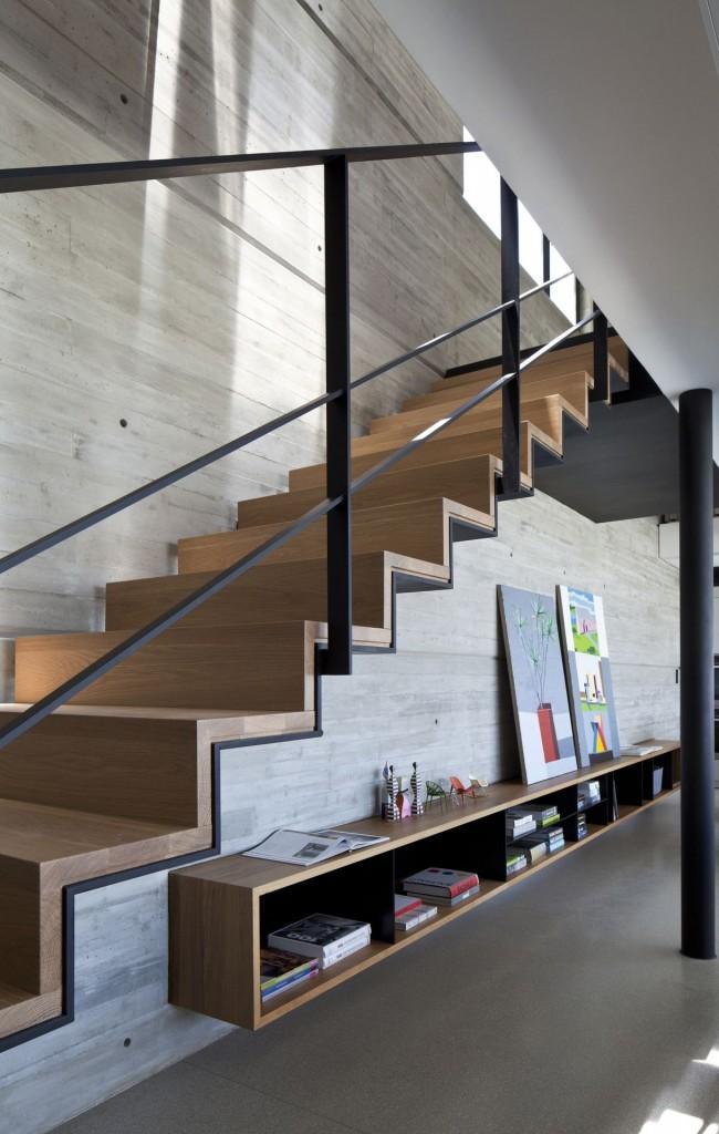 Marcher des escaliers jusqu'au deuxième niveau