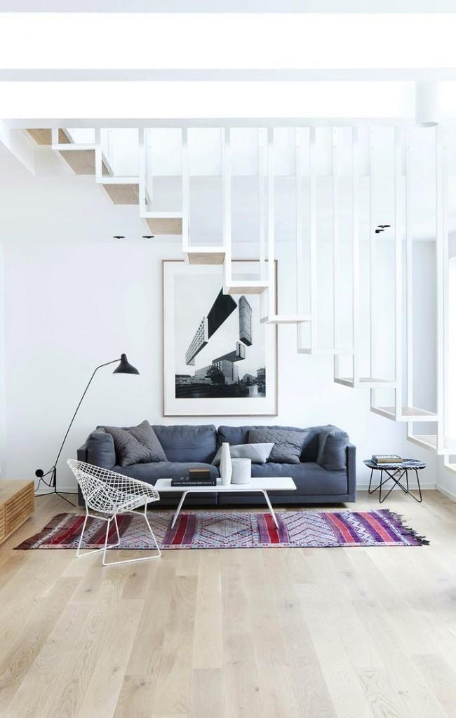 Escalier minimaliste sur les boulons