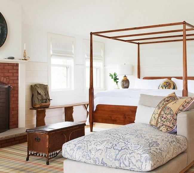 Malgré la solidité des meubles en bois, il s'intègre parfaitement dans l'intérieur, sans l'alourdir.