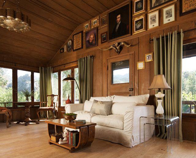 Dans le salon à l'américaine, même l'abondance de meubles massifs semble harmonieuse