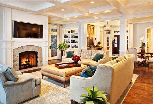 Les meubles rembourrés sont situés au centre de la pièce