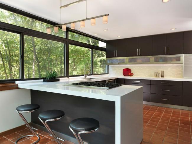 Dans la cuisine de style Art nouveau, le sol en carreaux de céramique n'aura pas l'air banal