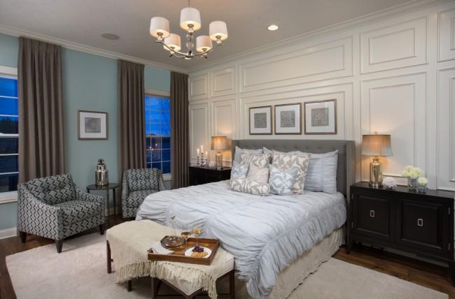 Si vous préférez décorer les fenêtres à l'intérieur plutôt qu'à l'extérieur, la moulure doit correspondre parfaitement au style et à la texture.