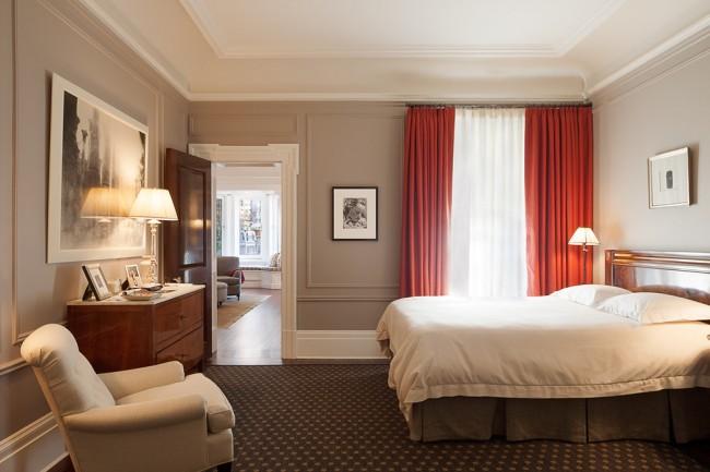 Les moulures sont presque universelles pour décorer les murs, les plafonds, les portes et même les meubles.