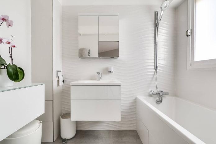 ameublement à l'intérieur de la salle de bain dans des tons blancs