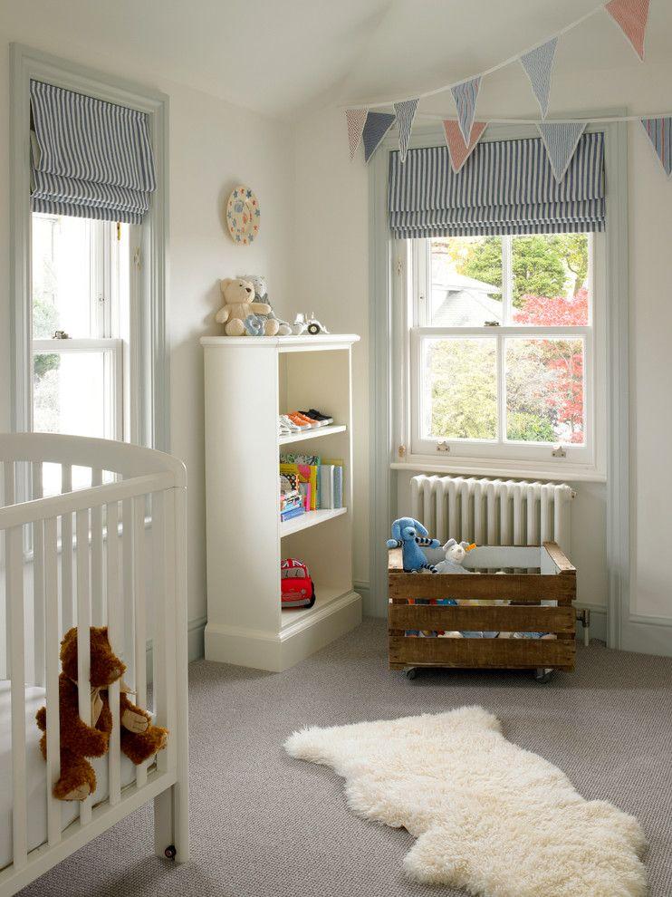Les stores enrouleurs en matériaux à haute densité sont un élément de décoration populaire pour une chambre d'enfant
