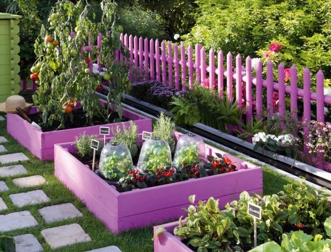Clôture pour les parterres de fleurs de vos propres mains.  Un thème de couleur unique dans la conception des parterres de fleurs et d'une clôture de jardin a l'air élégant