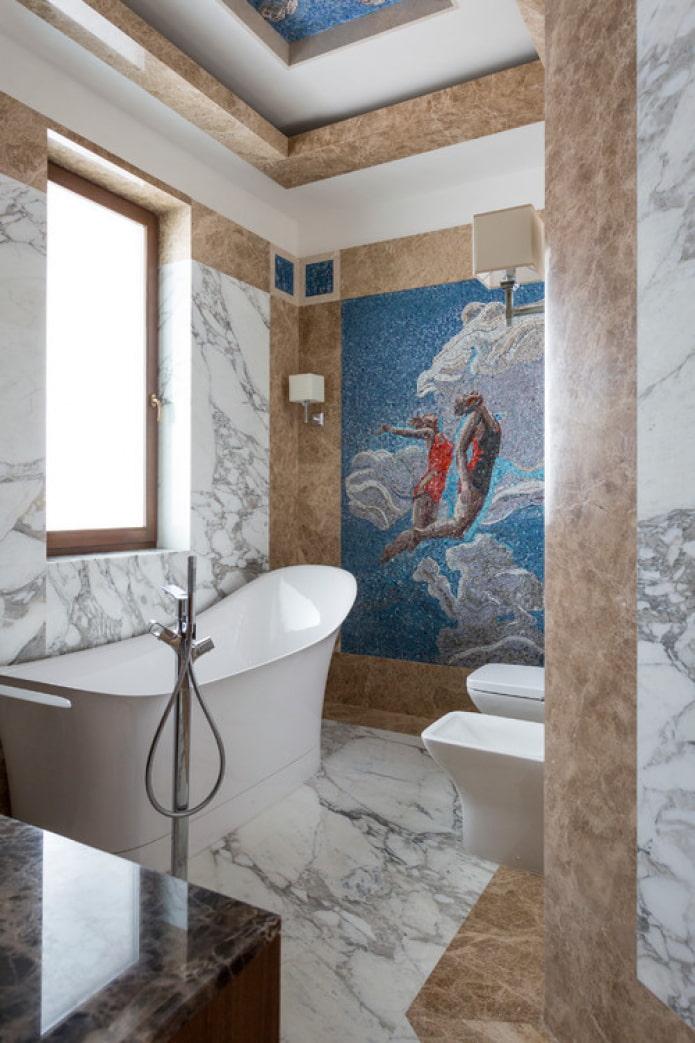 mosaïque sur le mur dans la douche