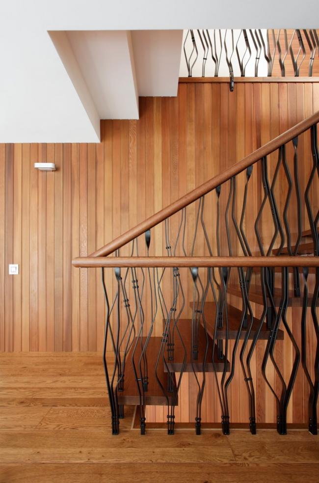 Doublure peinte, traitée à la teinture à bois dans un intérieur moderne