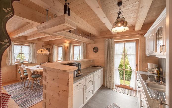 cuisine en bois dans la maison