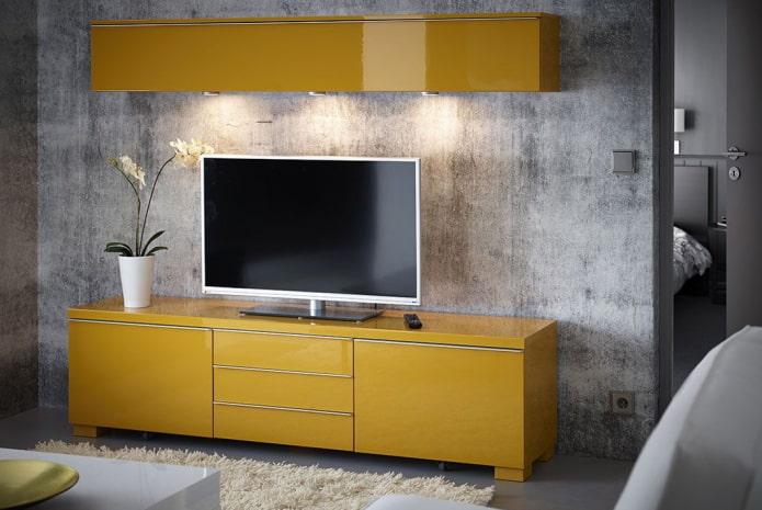 meuble tv jaune à l'intérieur