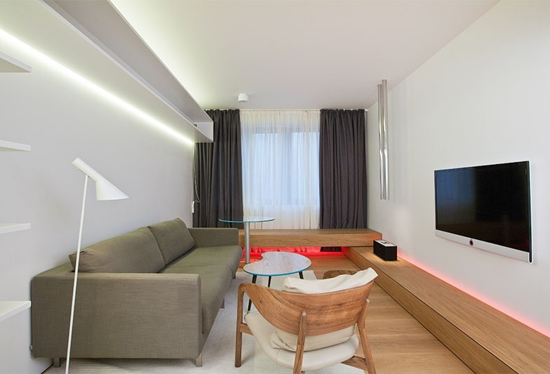 Salon design 18 m²  dans le style du minimalisme