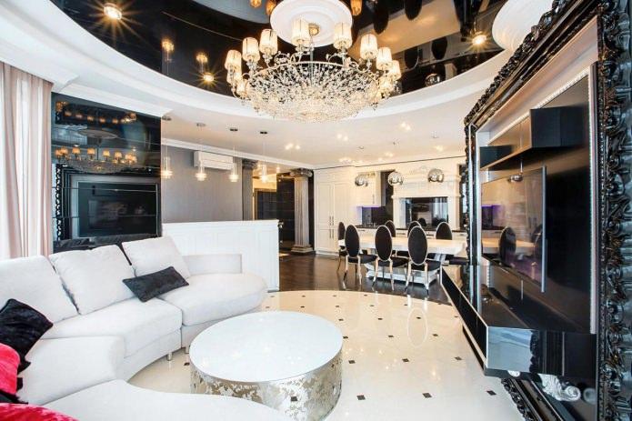 plafond noir et blanc dans le hall