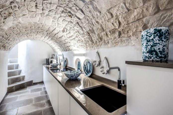 plafond en pierre décoratif à l'intérieur