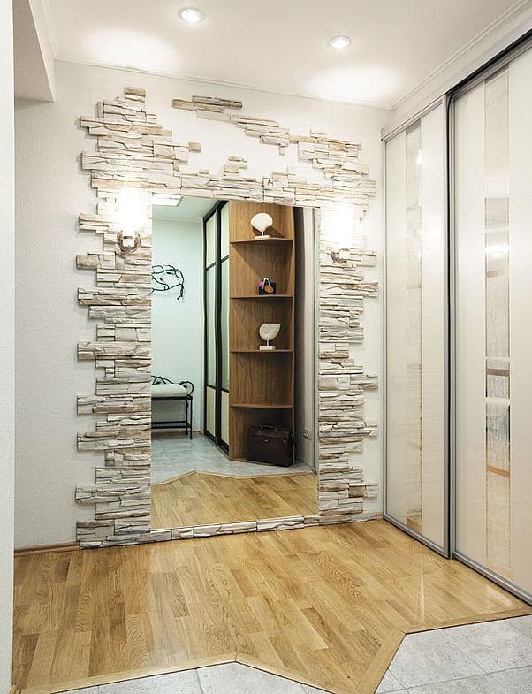 miroir avec garniture décorative en pierre
