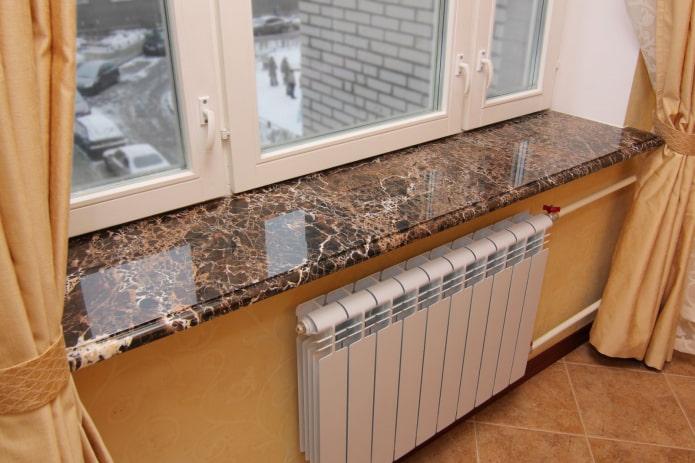 appui de fenêtre décoratif en pierre
