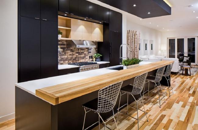 Le bois est un matériau naturel qui peut créer un microclimat agréable dans la cuisine qui est bénéfique pour l'homme.