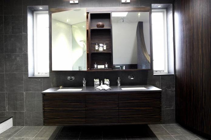miroir avec armoire à l'intérieur de la salle de bain