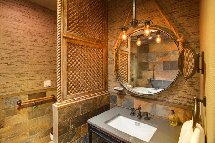 lampe au-dessus du miroir à l'intérieur de la salle de bain