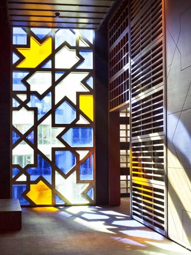 Le vitrail ne passera pas inaperçu et privera l'intérieur le plus ordinaire d'un appartement ou d'un bureau de la banalité