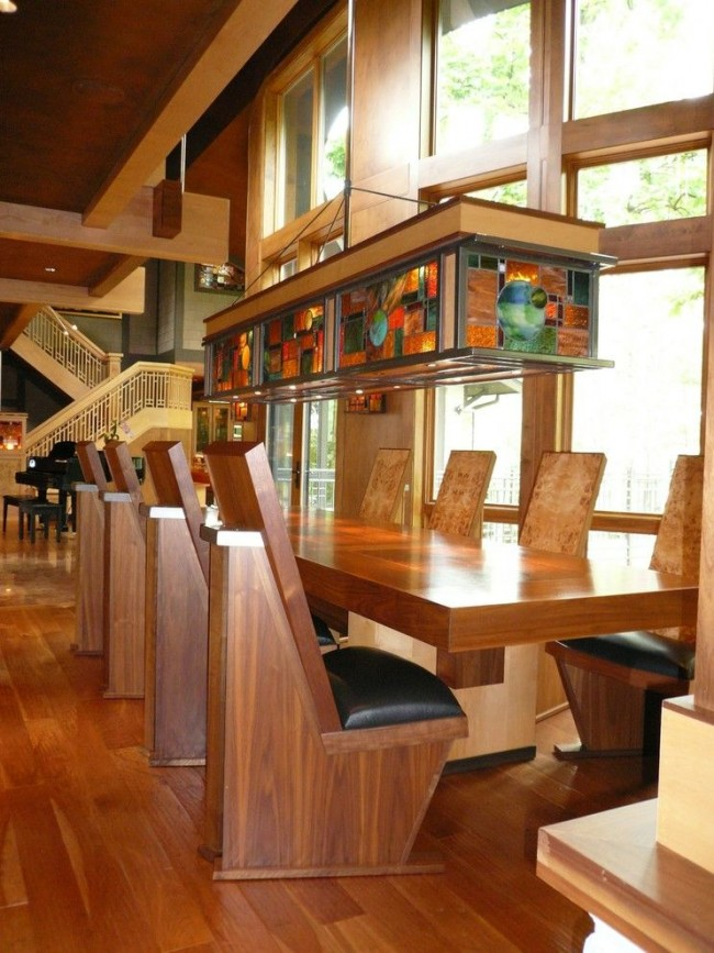 L'une des règles principales est que le vitrail doit être combiné avec l'intérieur en termes de style et de couleur.