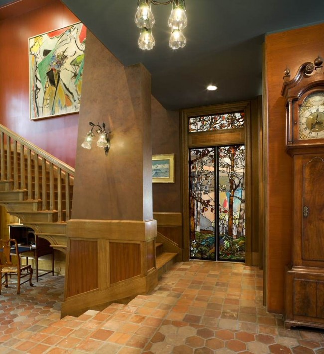 Les portes en vitrail correctement sélectionnées en couleur et en transparence rendront la salle plus lumineuse et plus confortable