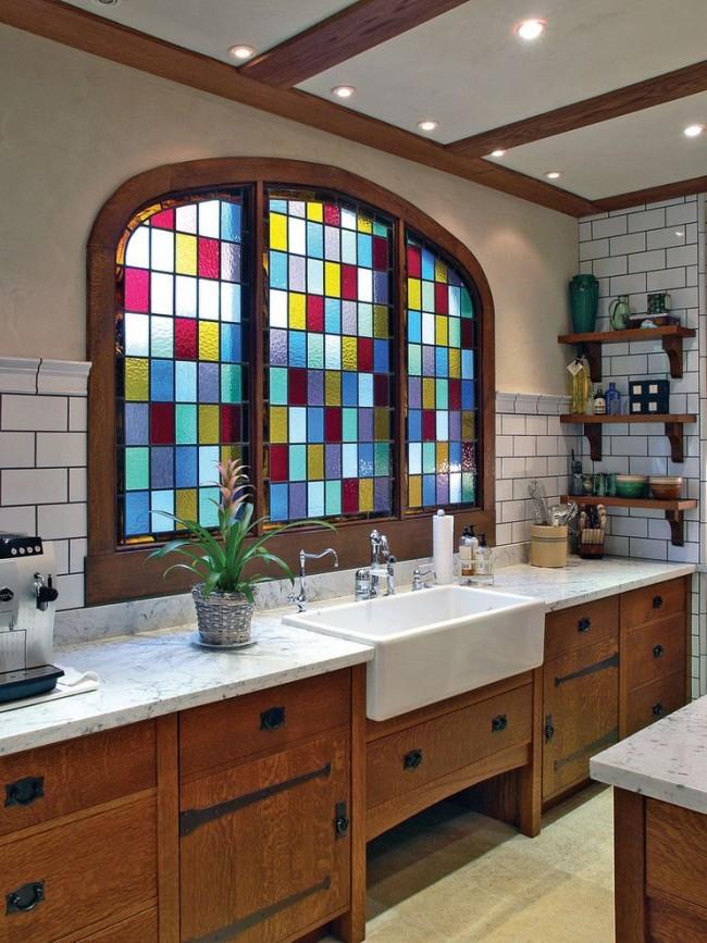 Vitrail dans la salle de bain sous forme de mosaïque