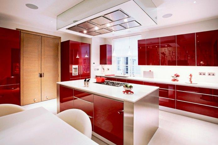 façades rouges en plastique dans la cuisine
