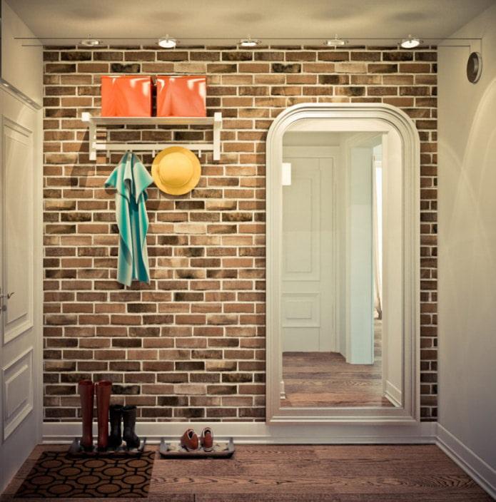 brique sur les murs dans le couloir et le couloir