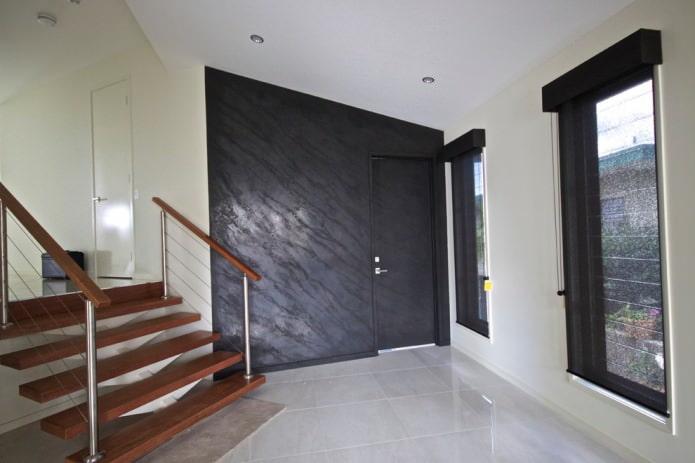 papier peint marbré dans le couloir