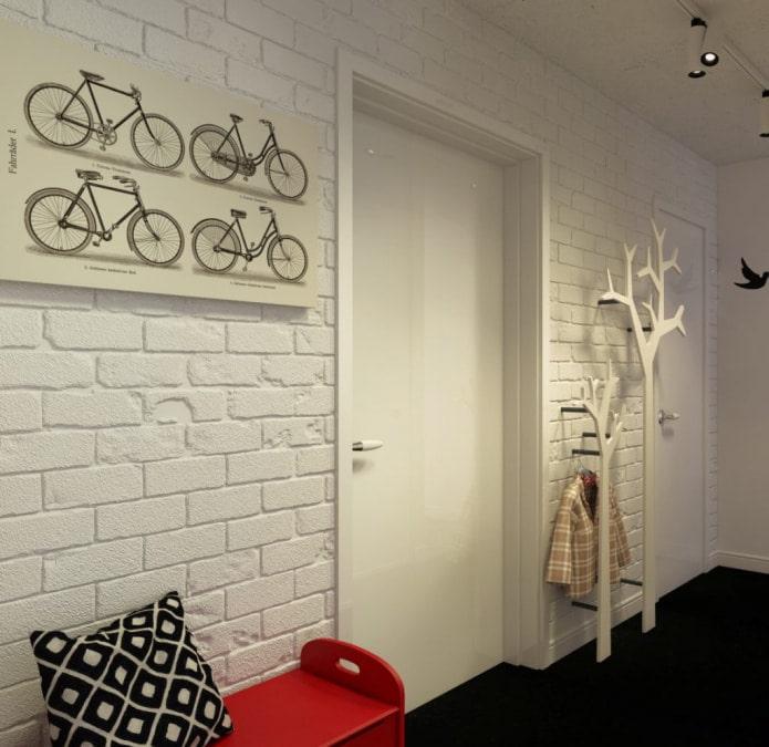 papier peint blanc dans le couloir et le couloir