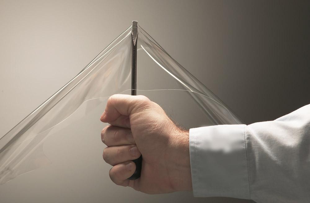 Le faible poids et la haute résistance sont les principaux avantages des fenêtres flexibles