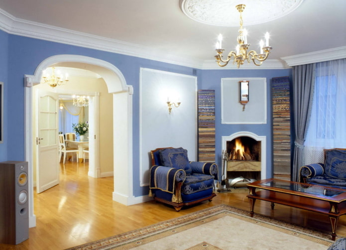arc à l'intérieur du salon dans un style classique