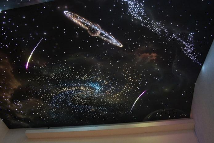 toile extensible noire avec l'image de la galaxie