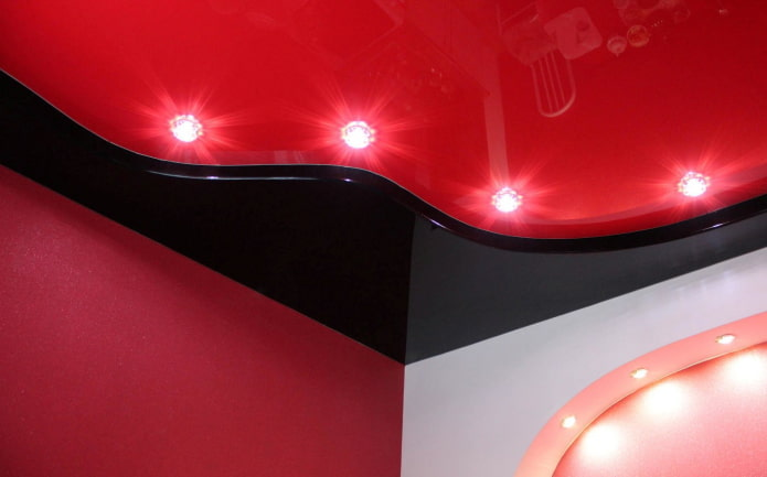 structure tendue rouge-noir