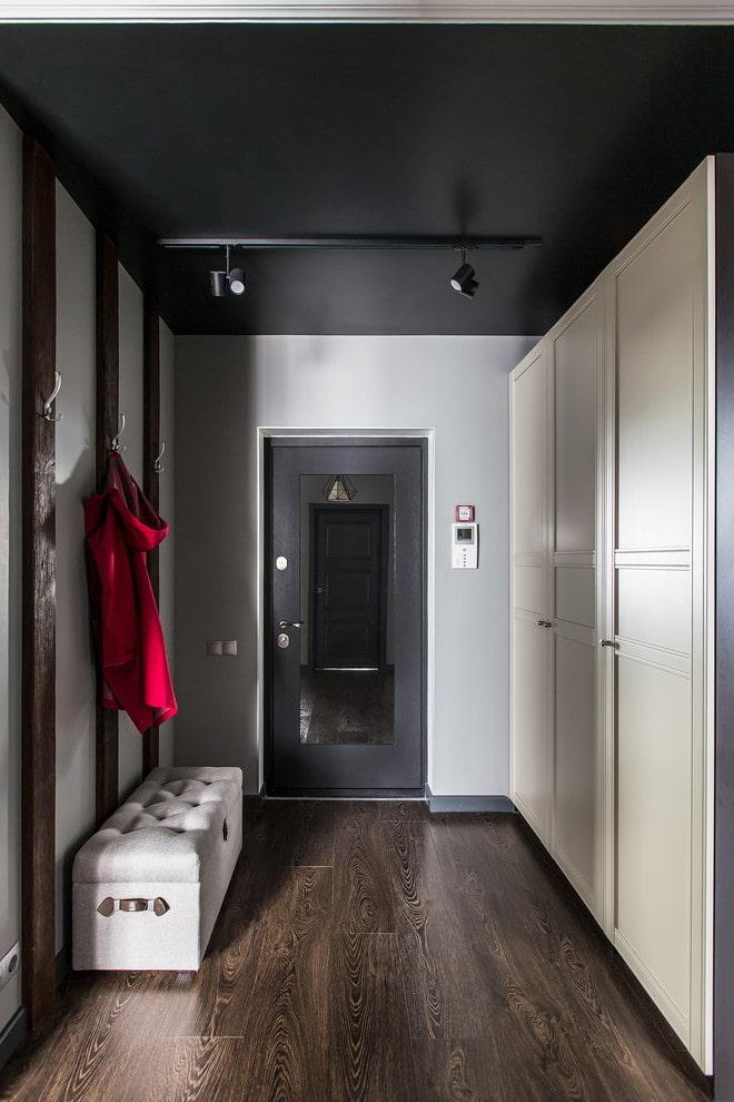 tissu stretch noir dans le couloir