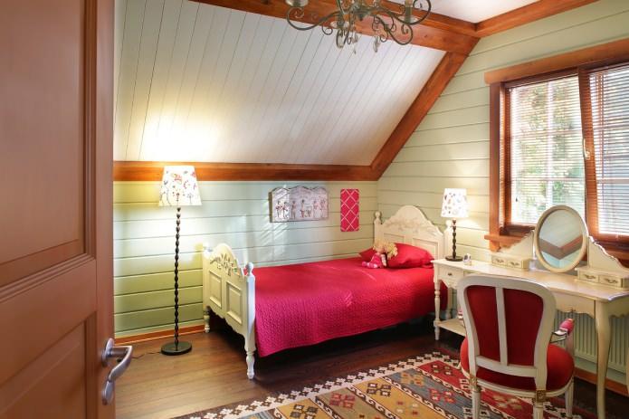 chambre de fille dans le grenier dans un style country américain