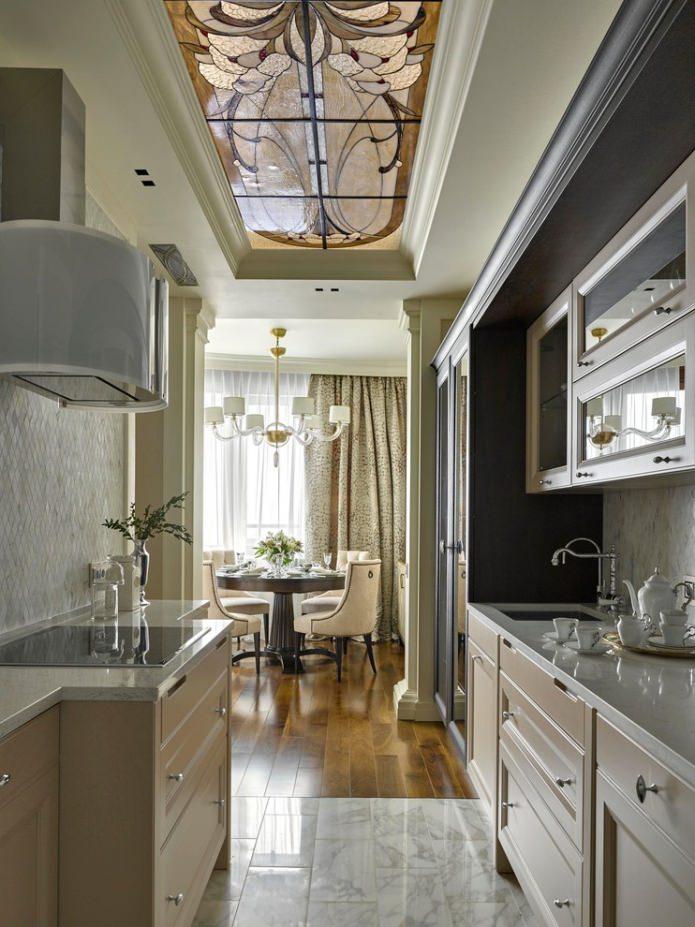 couleurs beiges à l'intérieur de la cuisine