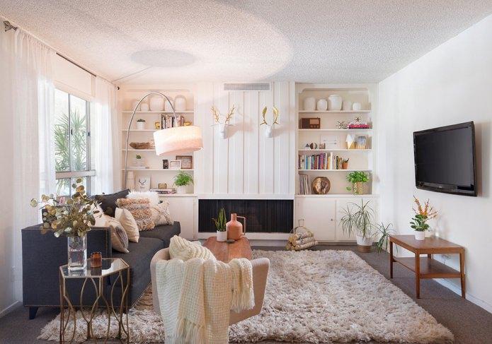 intérieur d'un petit salon aux couleurs claires