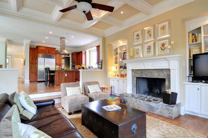 salon dans une maison de style américain avec cheminée